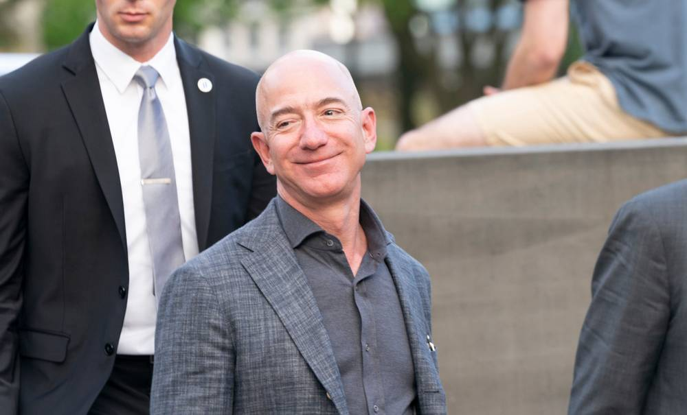 Le multimilliardaire Jeff Bezos cède sa place de PDG d'Amazon