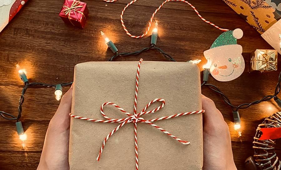 Sauve ton commerce : des cartes-cadeaux solidaires pour Noël