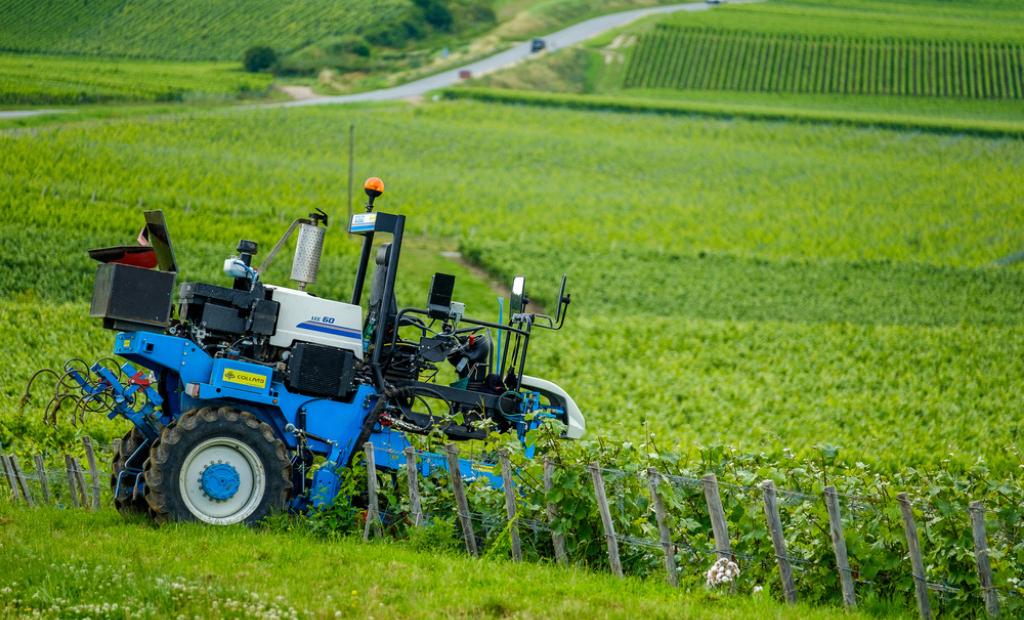 Agreenculture : la start-up qui pilote les tracteurs à distance
