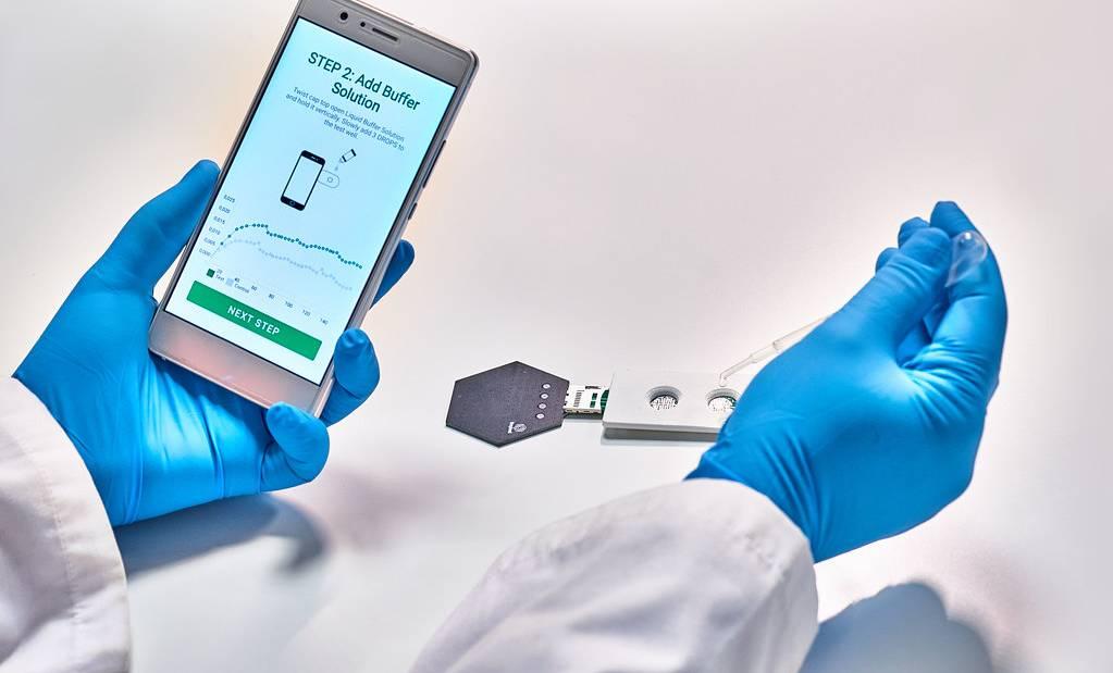 Covid-19 : la start-up Grapheal présente son test salivaire
