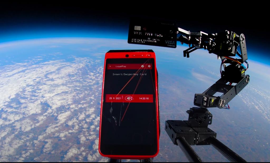 Mooncard réalise le premier paiement bancaire dans l'espace